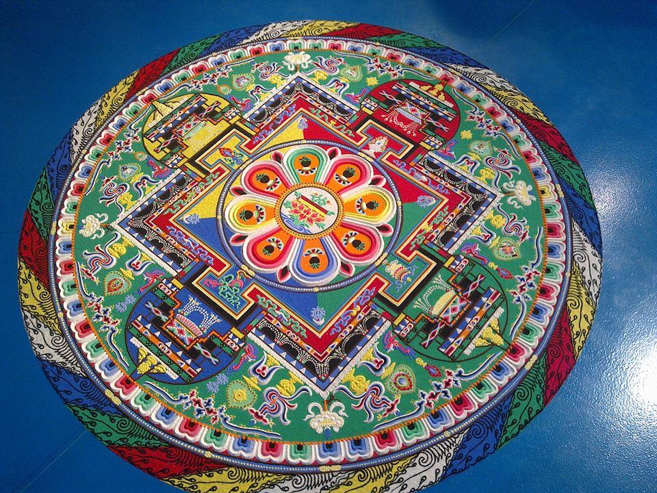 mandala di sabbia realizzato dai monaci tibetani